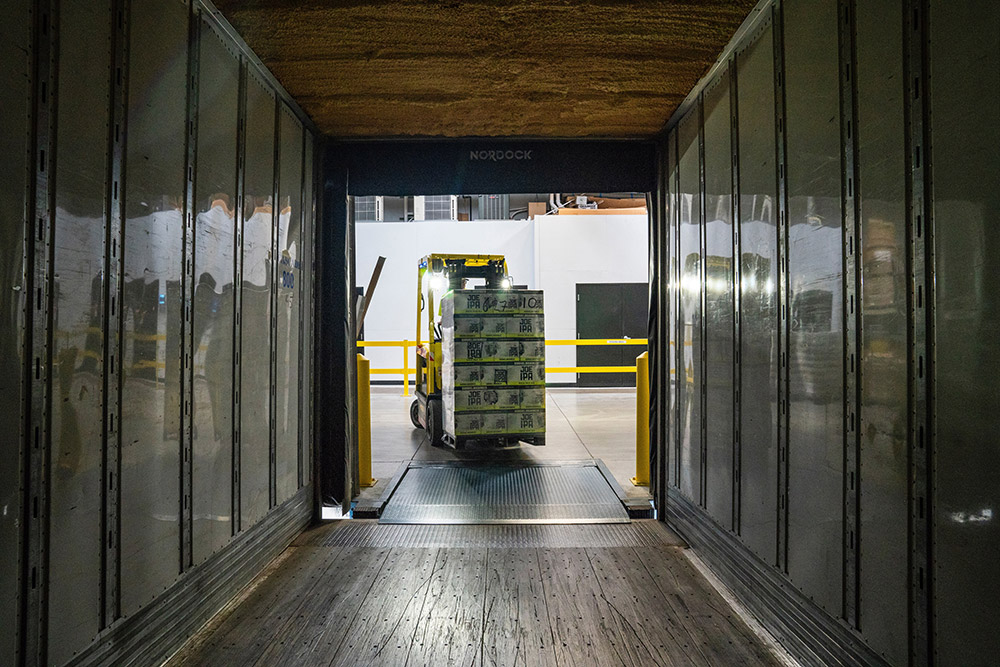 Things to Know Before Outsourcing Logistics: Pros and Cons
